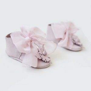 Butterfly Kids Buciki niemowlęce do chrztu Balerinki Rosalie + kwiatuszki  + szyfonowa kokardka 9 cm