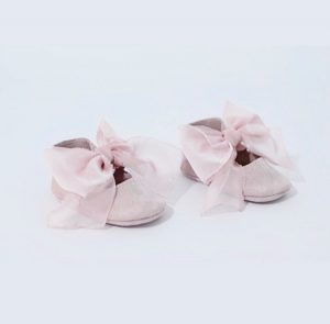 Butterfly Kids Buciki do chrztu Balerinki Rosalie Pudrowy róż (zamsz) + szyfonowa kokardka 10 cm