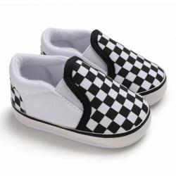 Buciki trampki niechodki dziecięce w kratkę biało – czarne 13 cm