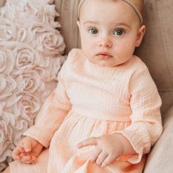 Asanti elegancka  sukienka z muślinu dla dziewczynki z kokardkami