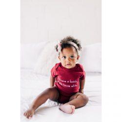 Urban Baby Co. Eleganckie bordowe body dziecięce z bawełny organicznej  6-12  m