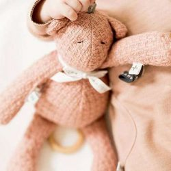 Bamboom Miękka Zabawka z Pozytywką dla niemowląt Ciemnoróżowy Miś  30cm 0m+