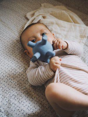 Filibabba Gryzak sensoryczny dla niemowląt Powder Blue