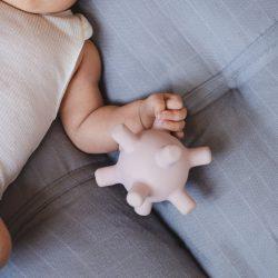 Filibabba Gryzak sensoryczny dla niemowląt Light Lavender