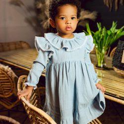 Blue muślinowa niebieska sukienka dla dziewczynki z koronką