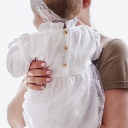 Bianca subtelna elegancka koronkowa sukienka dla dziewczynki na chrzest roczek