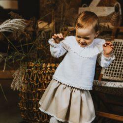 Elegancka beżowa elegancka spódnica dla dziewczynki z koronką