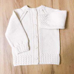 Kremowy wełniany sweter dla dziewczynki handmade