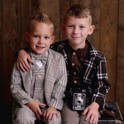 Classic Line beżowy garnitur dla chłopca w kratkę