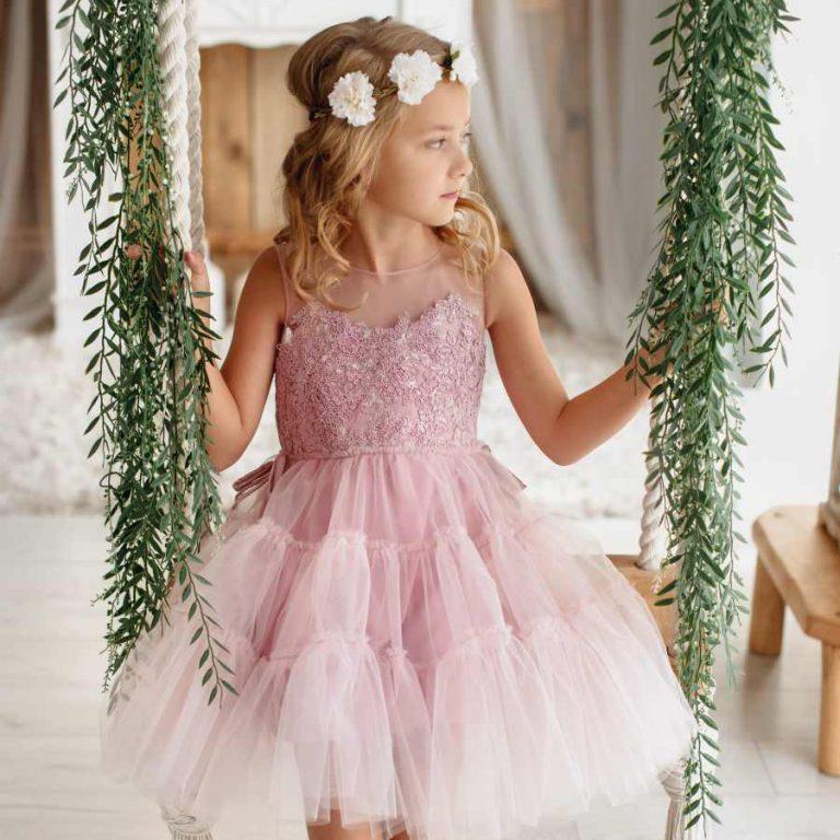 Jak ubrać dziecko na wesele? Modne i praktyczne stylizacje dla chłopców i dziewczynek