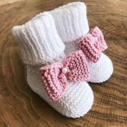 Urocze buciki do Chrztu dla dziewczynki z różową kokardką